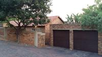 Property For Rent in Wilgeheuwel, Roodepoort